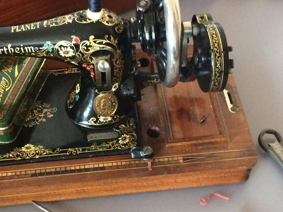 Antique & Vintage Sewing Machines   Throughout History