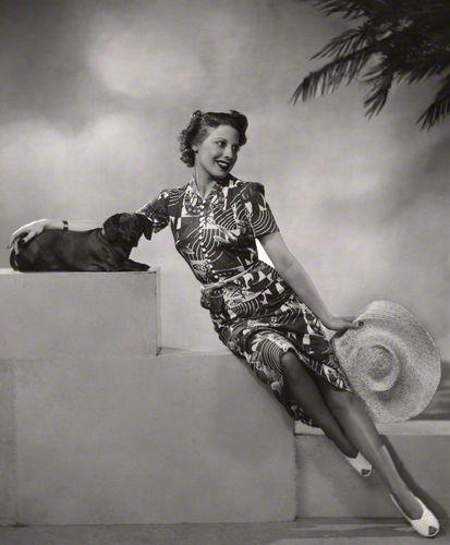 backtothefiveanddime:  Adèle Dixon, 1938 by Dorothy Wilding...