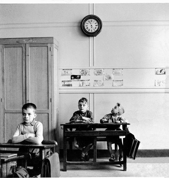 Robert Doiseneau, La Pendule, 1957. © Robert Doiseneau / Gamma-Rapho / Contrasto