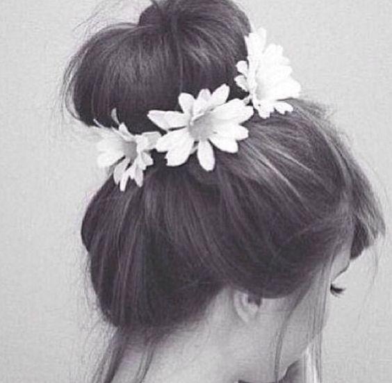 Bun with daisies
