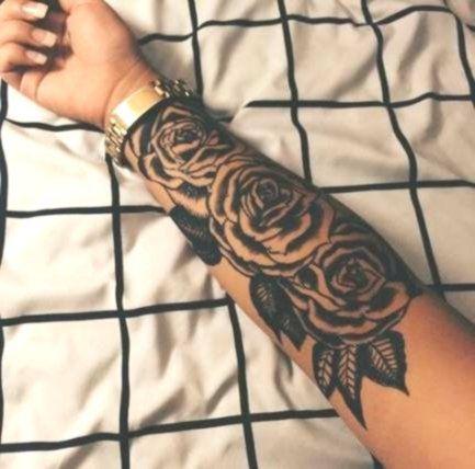 Rosen tattoo unterarm