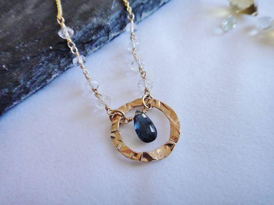 Briolette saphir AAA avec or 14 K rempli martelé bague & Aquamarine perles collier