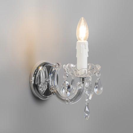Wandleuchte Marie Theresa 1 oderne und stilvolle Wandleuchte aus hochwertigen Materialien. Die Wandleuchte Maria Theresa 1 besteht aus einem elegant geformten Arm und dekorativen Glastropfen und Details. Die Wandhalterung ist in Chrom und bietet einen luxuriösen Look, der gesehen werden muss! #Lampe #Light #Wohnen #Innenbeleuchtung #Wandlampe