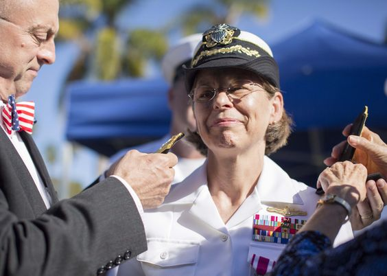 Retired Navy Cmdr Darlene Iskra, the Navyu0027s first female - surface warfare officer sample resume