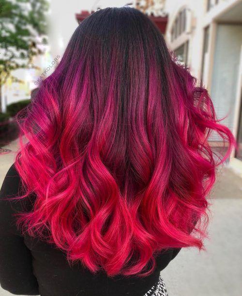 devojka sa pink ombre frizurom i vatreno crvenim krajevima