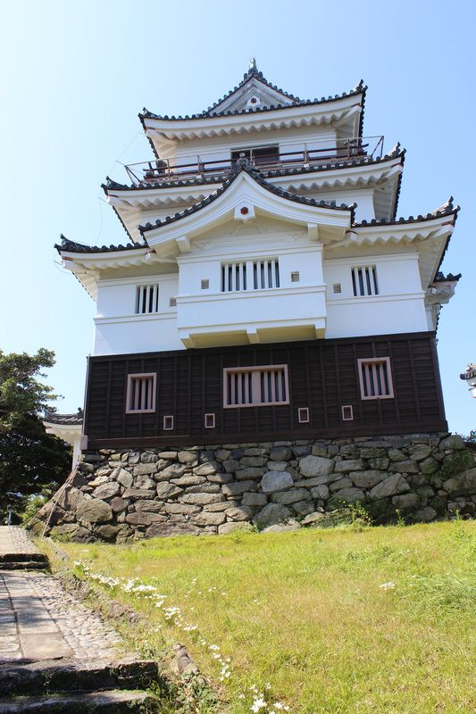 Hirado Castle was the seat of the Matsura clan, the daimyo of Hirado Domain, of Hizen province, Kyūshū. It is located in present-day Hirado city Nagasaki prefecture, Japan. It was also known as Kameoka Castle Hirado Castle was built on top of a small, rounded mountainous peninsula facing Hirado Bay, surrounded on three sides by water. #travel #truenorthinspire
