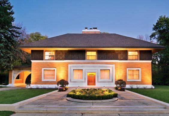 著名建築設計師Frank Lloyd Wright的第一個獨立項目——Winslow宅邸正面。