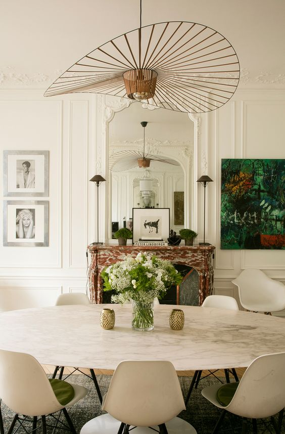 More interior inspiration on www.ringthebelle.com home / interieur / inspiration / paris / decoration / petite friture / knoll / chaise / table / #ringthebelle / #storystore:
