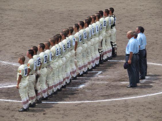 甲子園予選大会にて整列するかっこいい高校球児