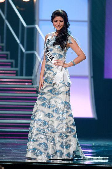 Putri Indonesia 2010 QORY SANDIORIVA - Preliminary Competition Gown