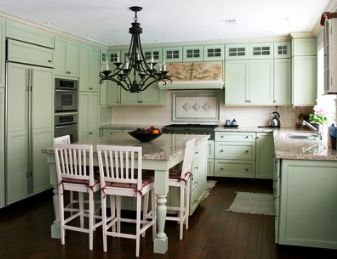 Country kitchen decorating ideas pale green cabinet for Green country kitchen ideas