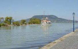 A Balaton part leghosszabb mólója Különleges hely, A Balaton part leghosszabb mólója különleges helyei, kikapcsolódás helyszínei, A Balaton part leghosszabb mólója