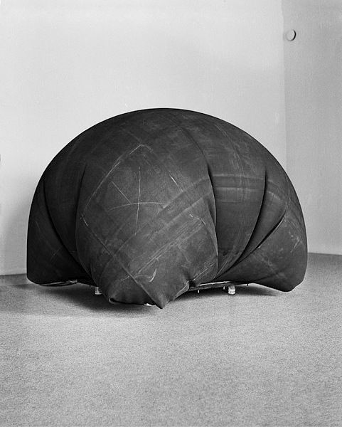 "LARS ENGLUND, VOLYM 1967: this one actually freaks me out with too much ""audition""/burlap sack potential but...still quite amazing. #lars_englund #sculpture"