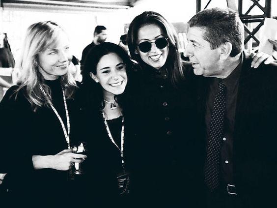 Posando junto a la actriz Rebecca de Mornay con quien mantuvo 13 años de relación, su hija Lorca y Perla Batalla.