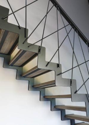 Escalier Avec Limons Acier Et Marche En Bois Espiral En 2020