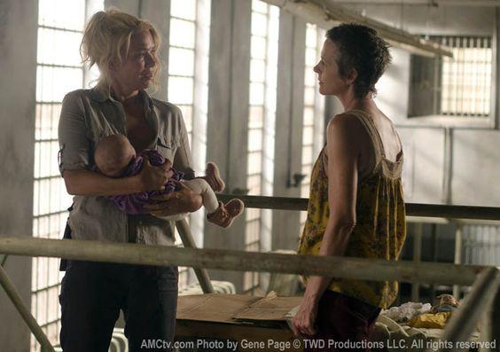 Andrea (Laurie Holden) e Carol Peletier (Melissa McBride) no 11º Episódio da 3ª Temporada