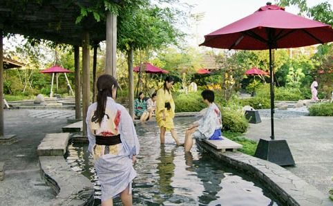 Onsen | Ashi-Yu : foot bath ( hot spring bath designed for soaking one's feet. )