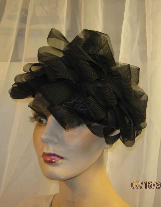 VINTAGE  VOUGE 1940's STUNNING BLACK LOOPED HAT~GORGEOUS STRIKING STYLE&BEAUTY