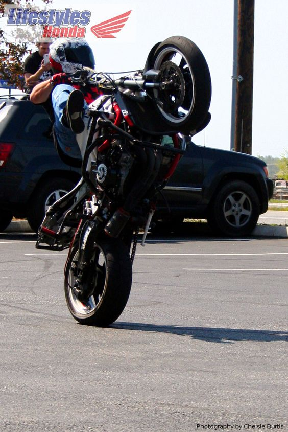 Sean Hadley on a white 2004 Kawasaki 636.