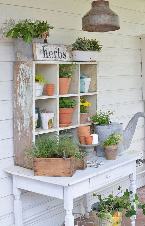 Farmhouse Style Potting Bench. Great outdoor decor ideas for spring and summer! #farmhousestyle #pottingbench #summerdecor