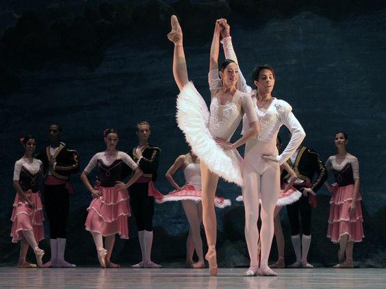 """Na quinta-feira, dia 19, a Cia. de Dança Sesiminas apresenta o espetáculo """"O Quebra-Nozes"""", no Teatro Sesiminas, a partir das 20h30."""