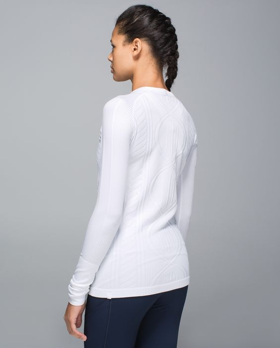 Whether we're skiing the slopes or running around the city, we know that a good mid-layer is key to keeping cozy in the cold. We designed this slim-fitting pullover to help us lock in heat and layer easily over a tank and under any jacket. Made with brushed fabric, it keeps us snuggly warm on the go.
