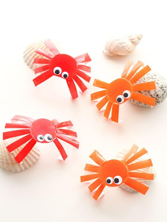 DIY enfant - crabes en pots de petits suisses (cliquez sur l'image)