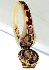 Queen Elizabeth's locket ring, c.1575. The portraits depict Elizabeth (lower) and a likeness of Anne Boleyn, her mother.
