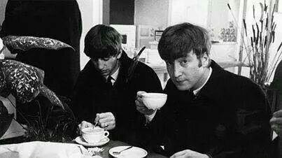 Tomando café con los Beatles... ...Hace algún tiempo.