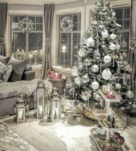 100 Elegant Christmas Decorations Which Defines Sublime Sophisticated Hike N Dip Elegant Christmas Decor Christmas Room Elegant Christmas