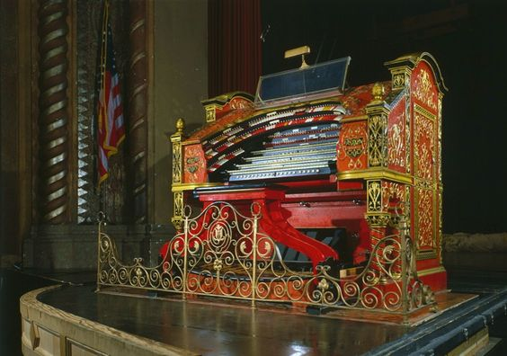 The console of the Crawford Special-Publix One Mighty Wurlitzer, at the Alabama…