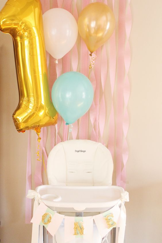 Simple, sweet set-up for a cake smash! {Love the pink and gold theme!} #firstbirthday #smashcake
