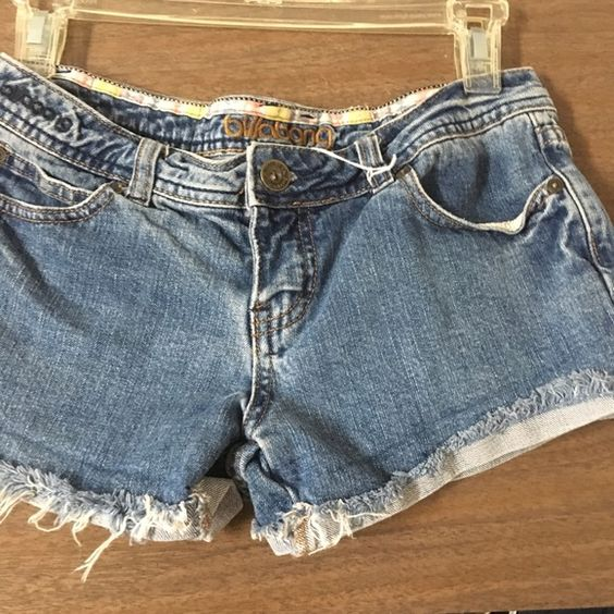 Billabong shorty distressed shorts This is a size 1 distressed shorty shorts from billabong they have been worn but still in good used condition  Billabong Shorts Jean Shorts