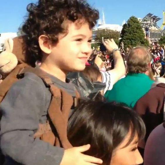 Dani Suzuki e o filho se divertem na Disney