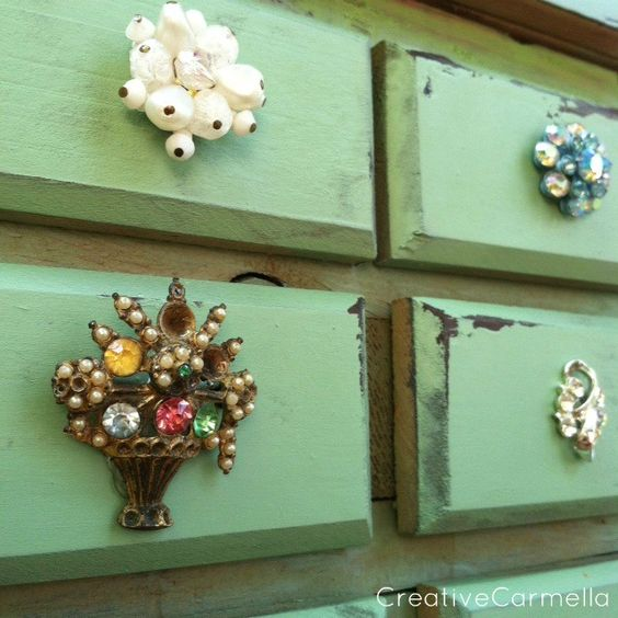 """Creative Carmella: Jewelry Box Makeover....Giving It Some Bling...she uses Vaseline for the distressed parts, no sanding required...ingenius!  Krylon """"Pistachio"""""""