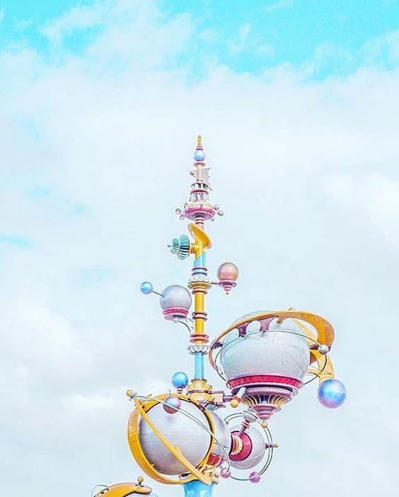Retro rocket ride! #AstroOrbiter #Disneyland (Photo: @journeywithjasea)