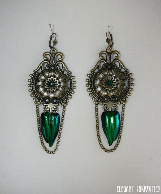 Earrings 'Classic emerald' with real beetle par ElegantCuriosities