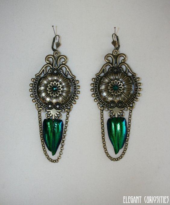 Earrings 'Classic emerald' with real beetle par ElegantCuriosities