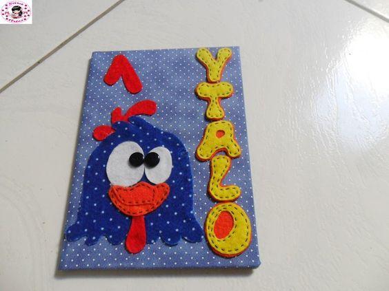 caderno com decoração em feltro galinha pintadinha