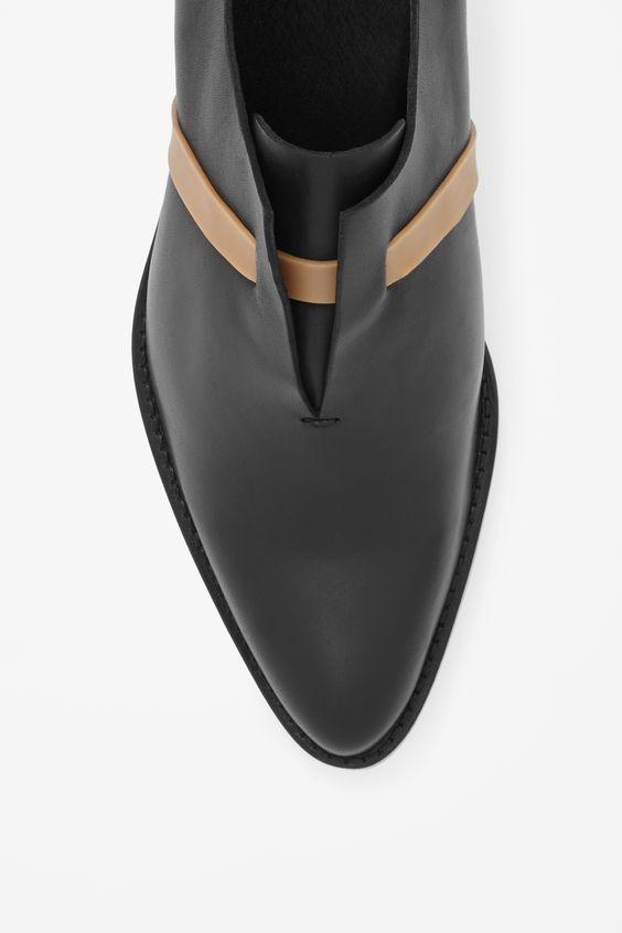 MINIMAL + CLASSIC: Rubber strap shoes COS potrebbe essere un idea per le bretelle.. L allacci con la clip..