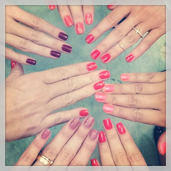 Fun with friends at Terrasse's nail bar! / Diversão com as amigas no nail bar do Terrasse