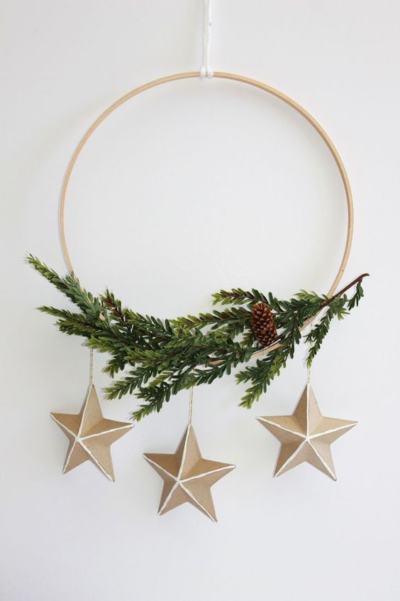 15 Do It Yourself Christmas crafts and decorations for the holiday season. Easy to make Christmas trees, cone  Christmas tree, DIY ornaments, DIY Christmas wreaths, Nordic and Scandinavian decor with Christmas garlands. Image from For Rent