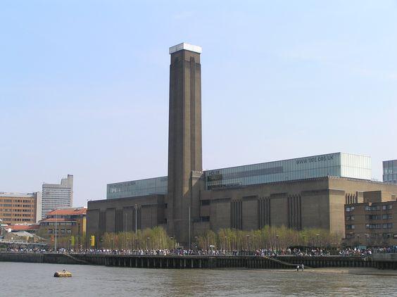 Tate Modern es el nombre por el que se conoce el Museo Nacional Británico de Arte Moderno, se inaguro en el año 2000, tiene una superficie de 35.000 m² aprox.