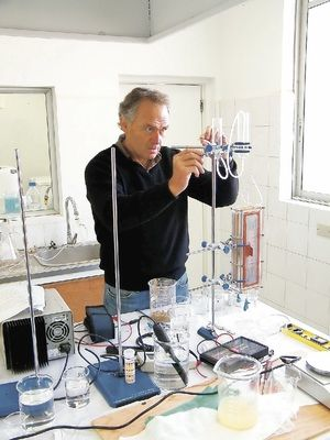 Alfredo Zolezzi : CIENTÍFICO CHILENO INVENTÓ CÓMO DAR AGUA POTABLE A 1.100 MILLONES DE PERSONAS POBRES EN EL MUNDO