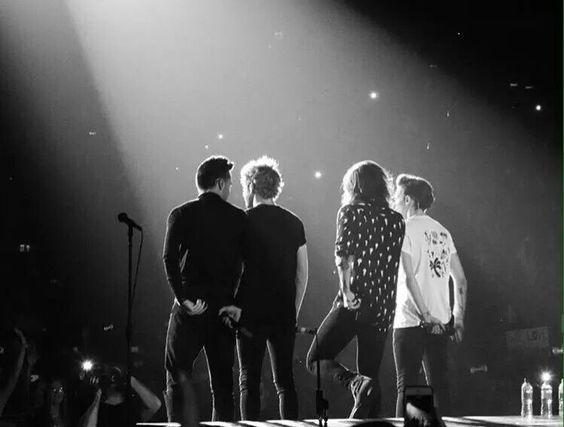 One Direction performing at the 02 Arena in London (9/29/2015) #OTRALondon5