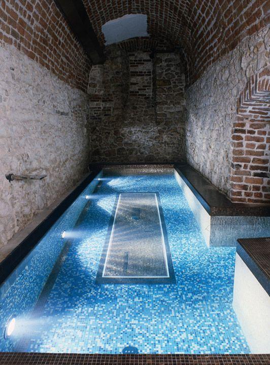 Hotel Stary W Krakowie To Prawdziwy Rarytas Dla Malych Podroznikow Zobaczcie Tylko Na Ten Podziemny Basen Small Indoor Pool Hotel Indoor Water Features