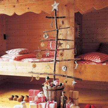 Un sapin de no l en branches de bois christmas trees - Fabriquer un sapin avec des branches ...