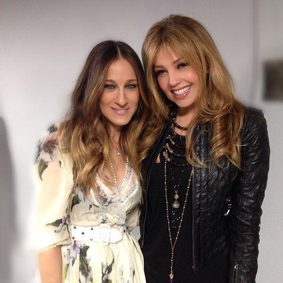 @Thalia | Hablando de uñas y moda con LA fashionista #SarahJessicaParker #backstage @TonightShow Nail talking! @ginaeppolito and about you!