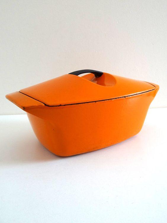 Grande cocotte LE CREUSET en fonte émaillée orange  par BrocAndPop