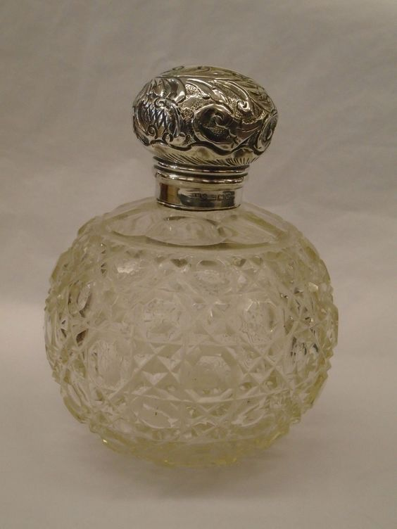 Beautiful Antique / Vintage Silver Topped Hobnail Cut Glass Scent Bottle - 1904